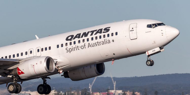 Qantas 737 plane taking off. Image: Ryan Fletcher