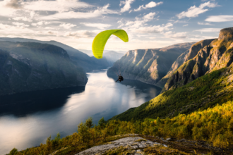 9 Unmissable Paragliding Locations around Australia. The best paragliding destinations in Australia. Photographed by framedbythomas. Image via Shutterstock.