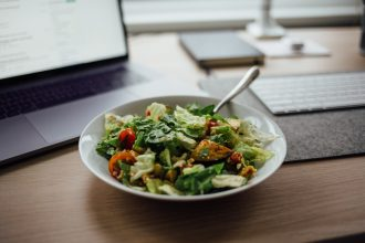 Bowl of salad. Photographed by Nielsen Ramon. Sourced via Unsplash