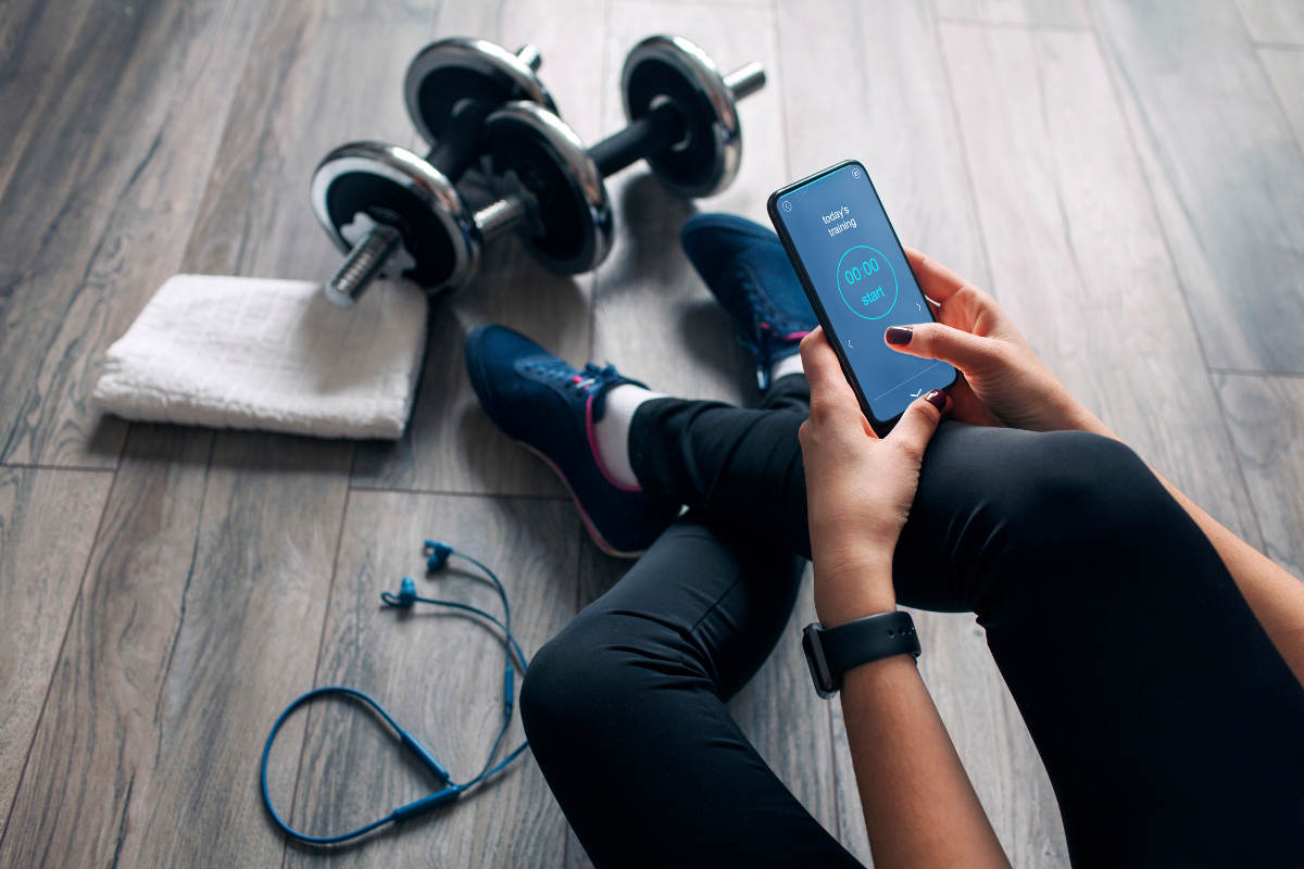 Exercise app. Photographed by ArtRoms. Image via Shutterstock